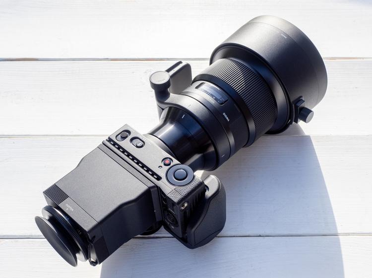 00_シグマfpと105mm F14 DG HSM Artの製品画像.jpg