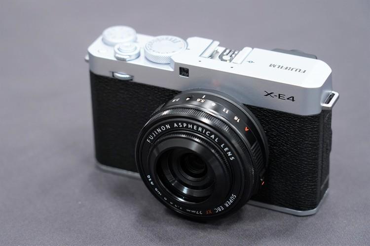 00_富士フイルムX-E4製品画像.JPG