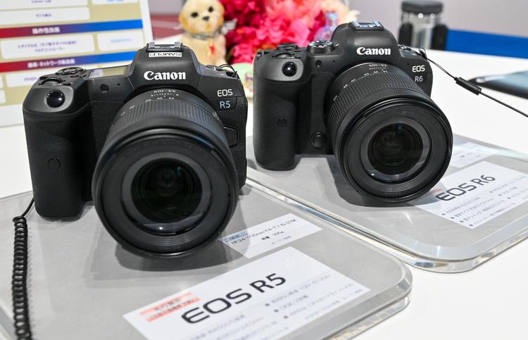 01_キヤノン EOS R5とEOS R6の製品画像.jpg