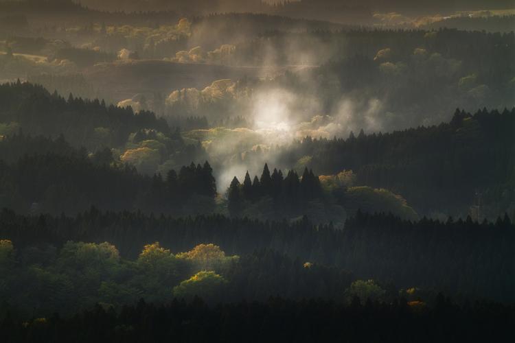 04_丘や山脈を望遠レンズで撮影した作例.jpg