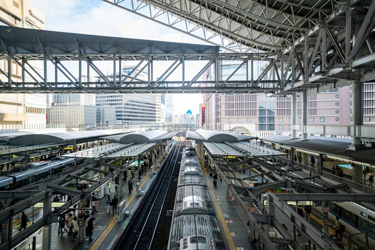 05_JR大阪の駅のホームの作例.jpg