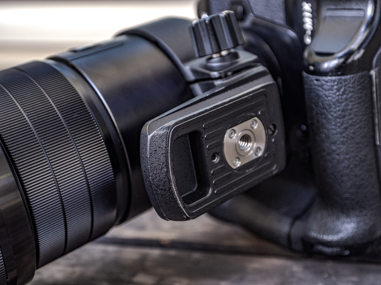 05_M.ZUIKO DIGITAL ED 300mm F4.0 IS PROの三脚座.jpg