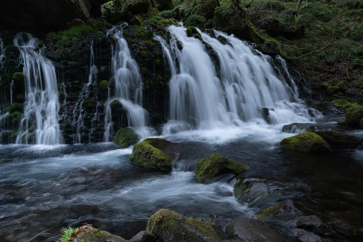 06_3分の1秒の滝の作例.jpg