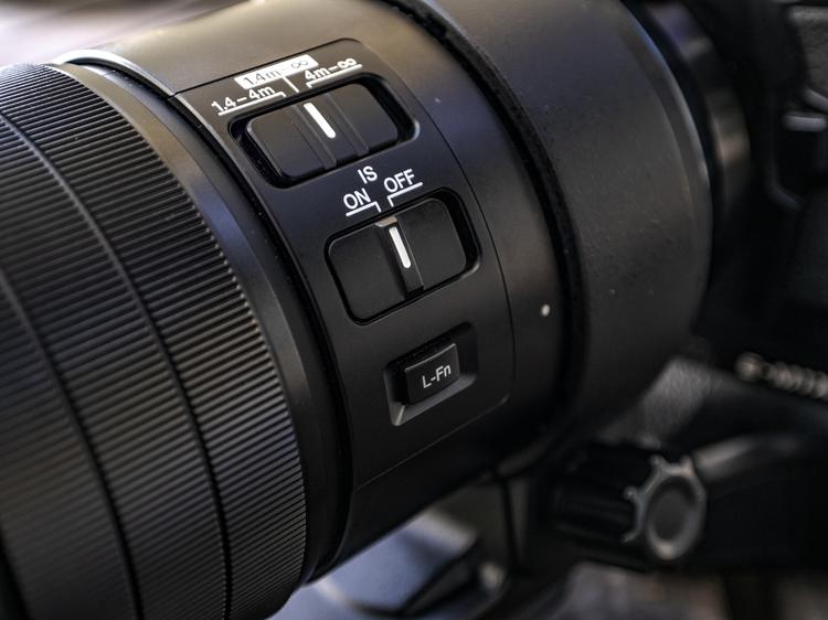 06_M.ZUIKO DIGITAL ED 300mm F4.0 IS PROのスイッチ類.jpg