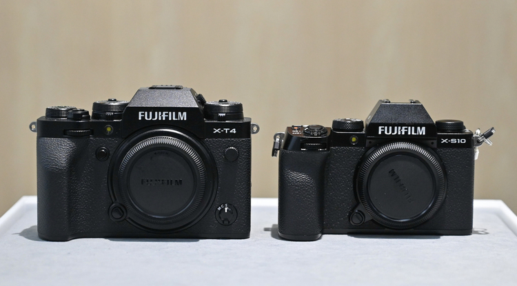07_X-T4とX-S10の大きさ比較の画像.jpg