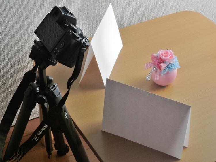 08-ニコンZ50を使って撮影しているテーブルフォトの写真.JPG