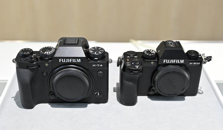 08_X-T4とX-S10の大きさ比較の画像.jpg