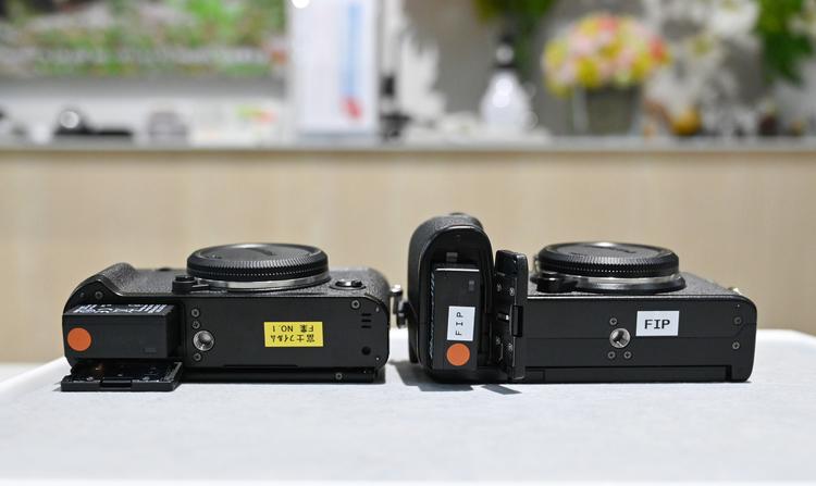 09_X-T4とX-S10の形状比較の画像.jpg