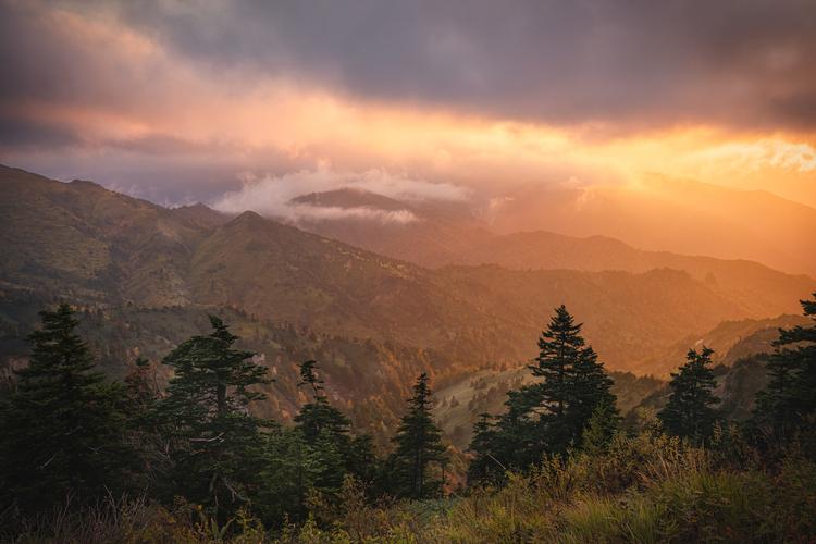 10_夕日が沈む瞬間に厚い雲の隙間から光が差し込んだ時の作例.jpg