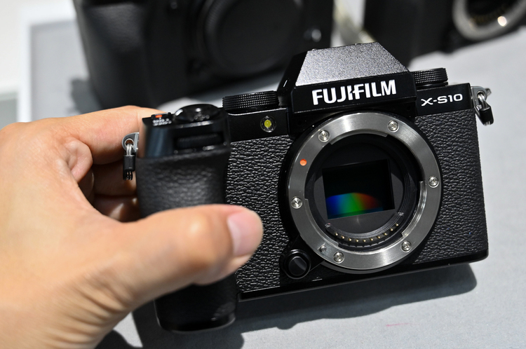 10_X-S10の製品画像.jpg