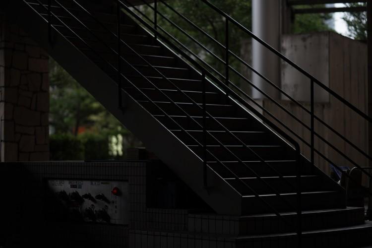 薄暗い階段の作例