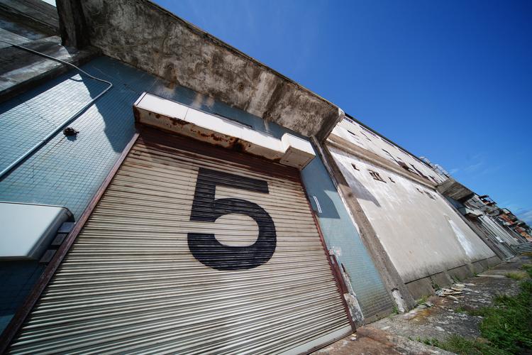 LAOWA 10-18mm F4.5-5.6 FE ZOOMで撮影した倉庫の画像