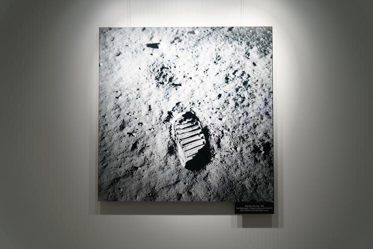 宙飛行士の足跡の画像