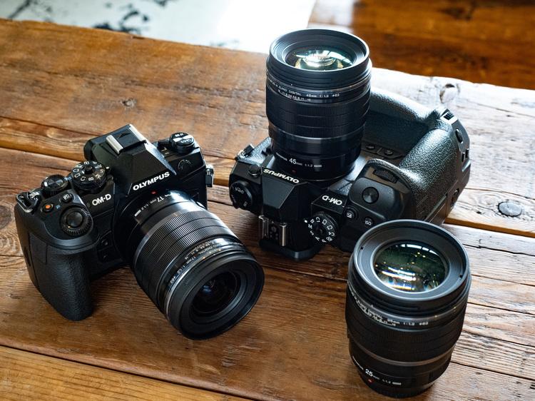 オリンパス MZUIKO DIGITAL F12 PRO 単焦点レンズシリーズ製品画像.jpg