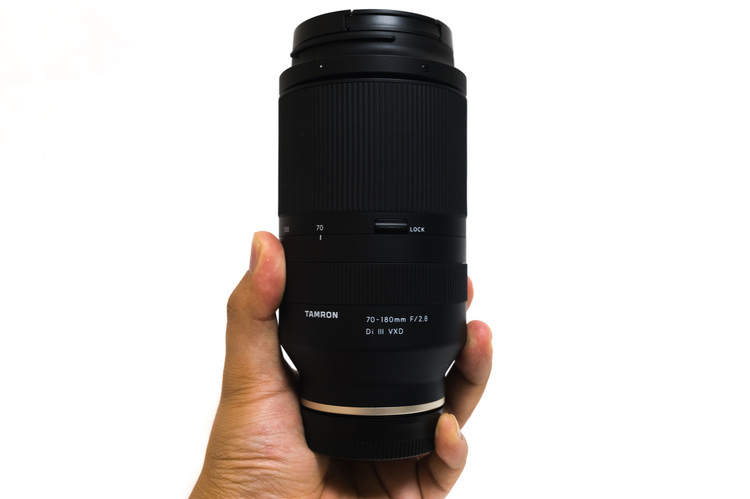 タムロン70-180mm片手で持てる大きさ.JPG