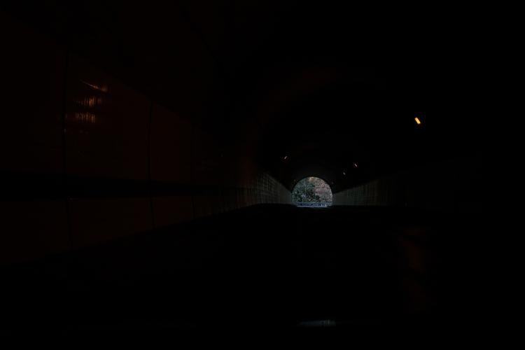 トンネル内の暗所を撮影した写真.JPG
