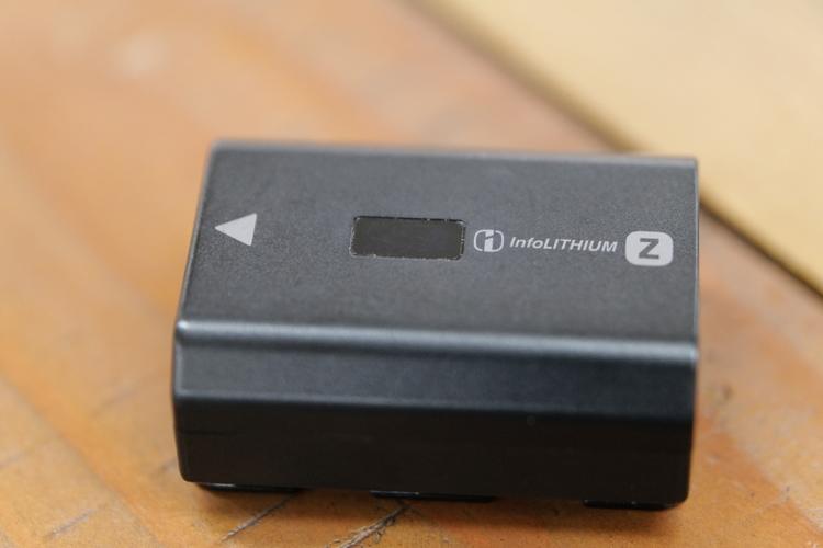 バッテリーのオモテを撮影した写真.JPG