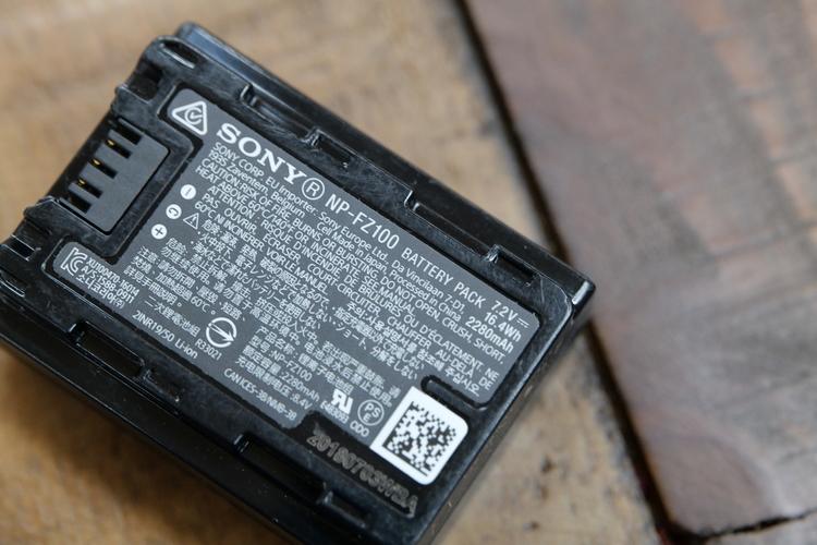 バッテリーの裏を撮影した写真.JPG