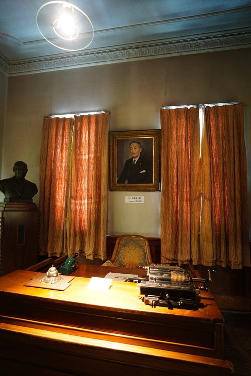 薄暗い室内の写真.JPG