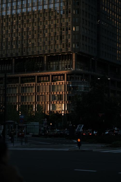 輝度差が大きいビルの画像.JPG