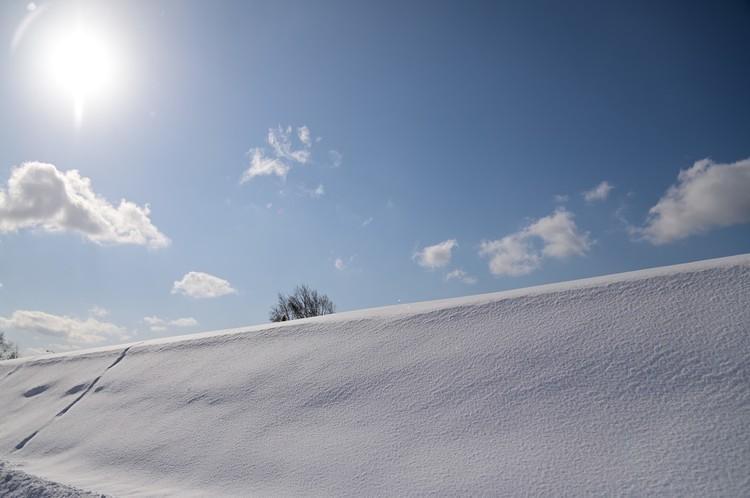 雪と青空を撮影した写真.JPG