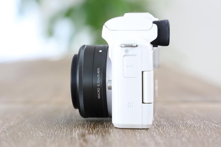EF-M22mm F2 STMサイズがコンパクト.JPG