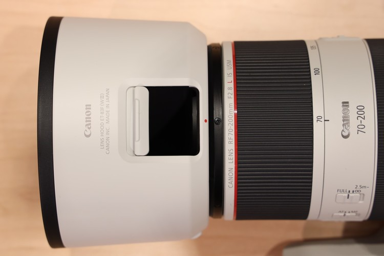 RF70-200mm フード画像(窓が開く).jpg