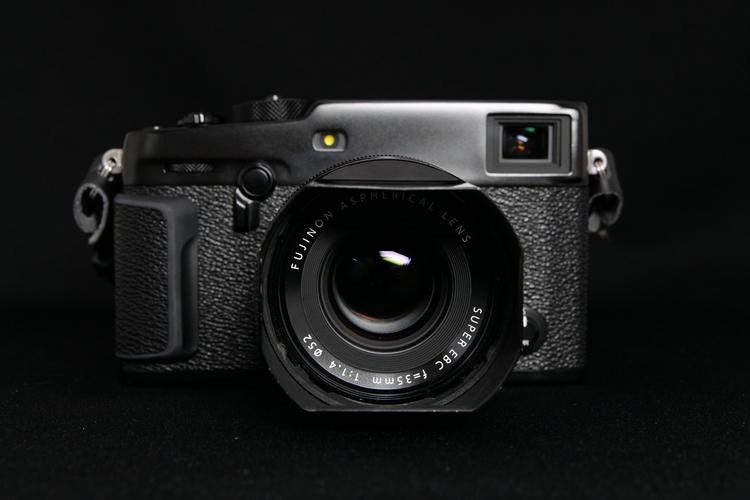 X-Pro3に装着してフードを付けて撮影した写真.JPG