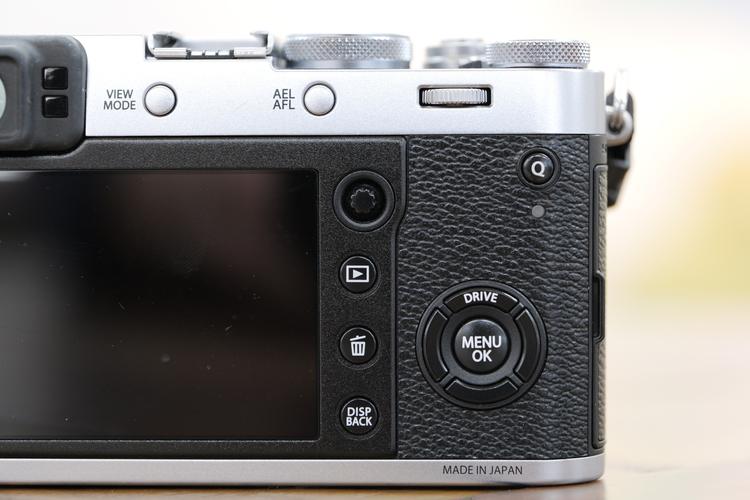 X100Fの背面モニター.JPG