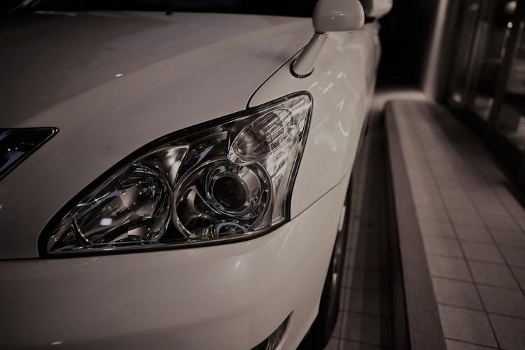 モノクロで車を撮影した画像.jpg